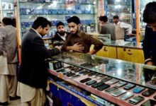 Photo of Purchasing used, smuggled phones in Pakistan remains a risky business