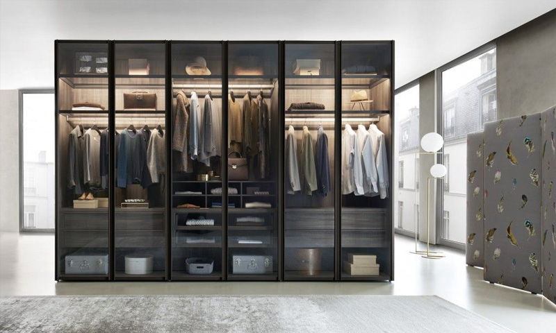 Transparent Walk in Closet