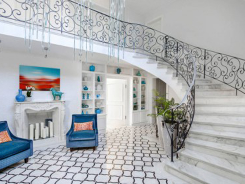 Stair In Hall Decorative Design