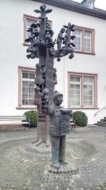 Skulptur vor dem Rathaus