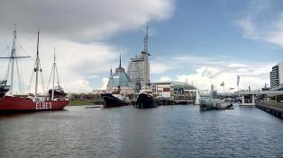 Blick auf die Hafenwelten mit dem Atlantic Hotel Sail City