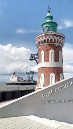 Pingelsturm am Containerhafen