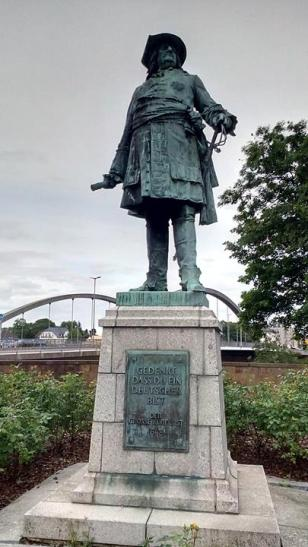 Denkmal an der Weserbrücke