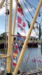 Die Krabbenkutter im Hafen ...