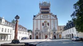 Hof der Benediktinerabtei St. Matthias