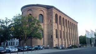 Die Konstantin-Basilika, das älteste als Kirche genutzte Gebäude Deutschlands