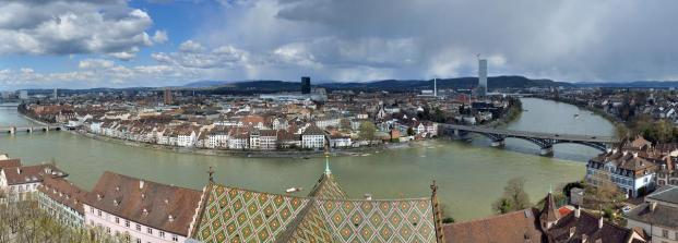 Aussicht vom Münsterturm auf das andere Rheinufer
