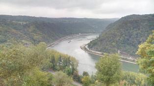 Blick vom Loreleyfelsen Rheinaufwärts