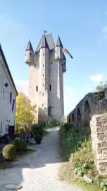 Burg Nassau mit dem imposanten Bergfried