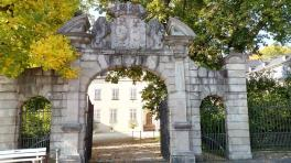 """Eingang zum Stein""""schen Schloss in der Innenstadt"""