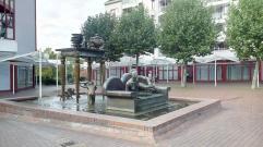 Moderner Brunnen in der Innenstadt