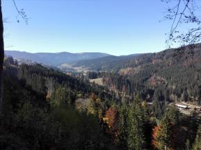 Blick von der Schwarzwald-Höhenstraße mit dem Feldberg im Hintergrund