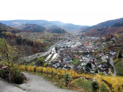 Blick hinunter von Schloss Eberstein zum Ortsteil Gernsbach-Obertsrot
