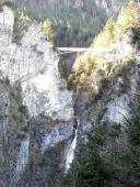 Marienbrücke und Wasserfall in die Pöllath-Schlucht von Hohenschwanstein aus gesehen