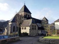 Die Kirche von Altenahr an der Pützgasse