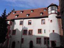 Gebäude der Jugendherberge im Innenhof der Burg Breuneberg