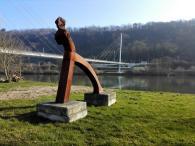 Kunst an der Fußgängerbrücke über den Neckar