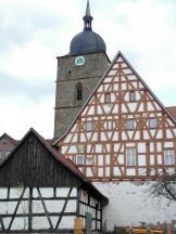 Fachwerkhäuser unterhalb der Kirche