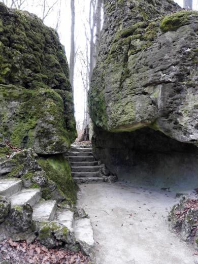 Durchgang durch den Felsen