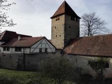 Der alte Pestturm an der Stadtmauer