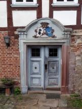 Alte Türpforte mit Hundemotiv in der Rittergasse