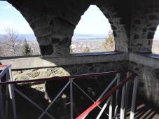 Mit Doxi auf dem Aussichtsturm am Stoppelberg