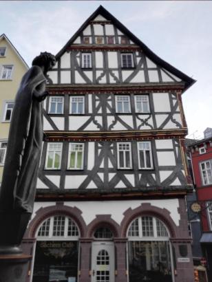 Fachwerkhäuser gegenüber des Doms
