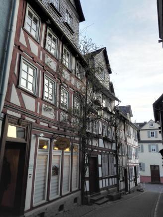 Fachwerkgasse nahe der Alten Lahnbrücke