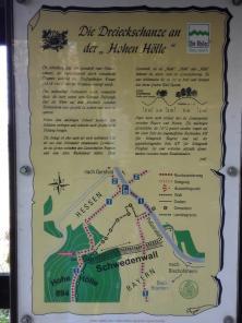 Infotafel zur alten Schwedenschanze aus dem Dreißigjährigen Krieg unterhalb der Hohen Hölle
