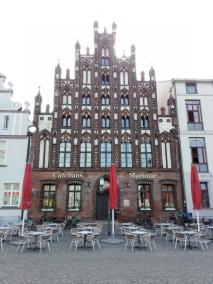 Historisches Gebäude im Stil der Barockgotik am Marktplatz