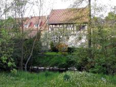 Hübsches Fachwerkhaus am Fluss