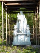 Marienfigur am Fuß des Kreuzwegs in Riedenberg