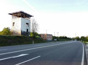 Überreste der ehemaligen Grenzabfertigungsanlage an der heutigen Bundesstraße 19 zwischen Bayern und Thüringen
