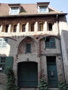 Rustikale Hausfassade neben dem Johanniskloster