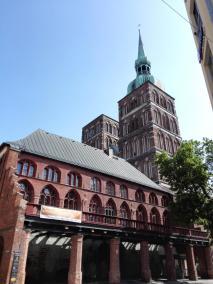 Evangelische Nikolaikirche mit markanten Doppeltürmen