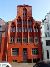 Backsteingebäude in dem für Wismar typischen Rotton