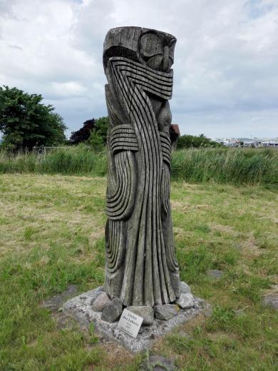 """Skulptur """"Linien des Lebens"""" von Michael Brunn am Hafen"""