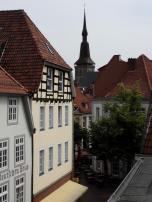 Blick in die Altstadt. Im Hintergrund die Kirche St. Marien