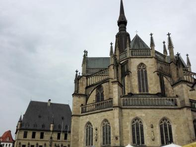 Der Dom gleich neben dem Rathaus