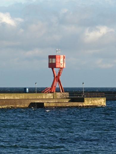 Leuchtturm Molenfeuer West im Hafen von Sassnitz (Foto: Oberlausitzerin64 | http://commons.wikimedia.org | Lizenz: CC BY-SA 3.0 DE)