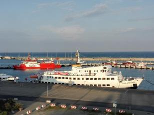 Ausflugsdampfer im Hafen von Sassnitz