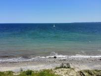 Blick von der 20 Meter hohen Steilküste hinunter zum Strand