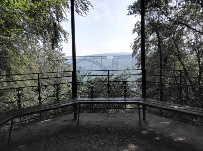 Aussichtspavillon mit Blick auf die Müngstener Brücke
