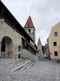 Stadtmauer beim Vilstor von der Stadt aus gesehen