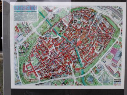 Infotafel mit Bild der historischen Altstadt von Amberg