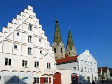 Prächtiges Haus in Nähe der Kirche (Foto: Bbb | http://commons.wikimedia.org | Lizenz: CC BY-SA 3.0 DE)