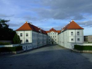 Innenhof von Schloss Hirschberg (Foto: DALIBRI | http://commons.wikimedia.org | Lizenz: CC BY-SA 3.0 DE)