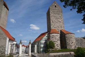 Zufahrt zu Schloss Hirschberg (Foto: DALIBRI | http://commons.wikimedia.org | Lizenz: CC BY-SA 3.0 DE)