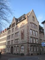 Die Stadtbibliothek im Thomas-Buergenthal-Haus neben St. Johannes (Foto: Stefan Flöper   http://commons.wikimedia.org   Lizenz: CC BY-SA 3.0 DE)