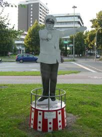 Denkmal von Schauspieler Heinz Erhardt (Foto: Times   http://commons.wikimedia.org   Lizenz: CC BY-SA 3.0 DE)